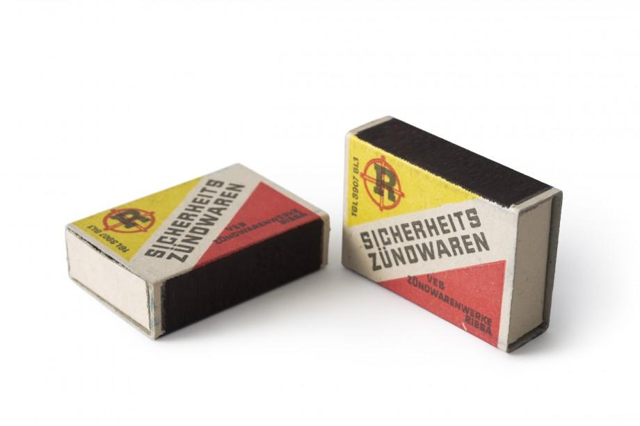 Zündholzverpackung aus dem VEB Zündwarenwerke Riesa, Sammlung Werkbundarchiv – Museum der Dinge. Foto: Armin Herrmann.