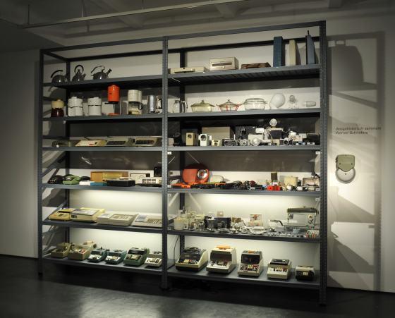 """Blick in die Sonderausstellung """"3 x Sammeln"""" im Werkbundarchiv - Museum der Dinge"""